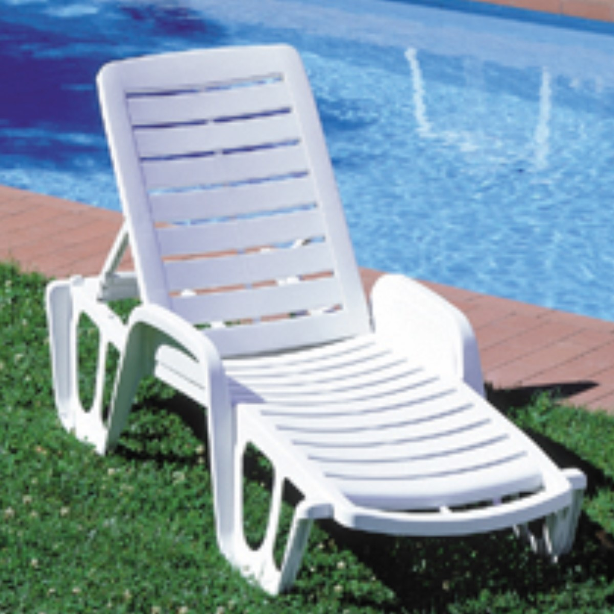 Resin Sun Lounger Woodberry